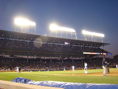 Wrigley Field at night (in 2008)